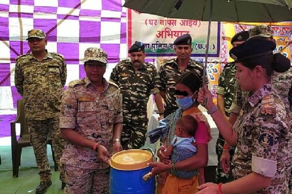 Chhattisgarh Foundation Day: 27 नक्सलियों ने किया सरेंडर, 5 महीने में 177 ने छोड़ी हिंसा