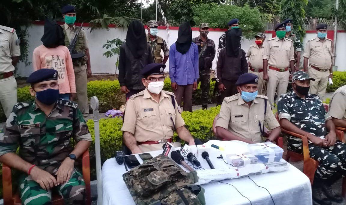 झारखंड: सिमडेगा में PLFI के चार नक्सली गिरफ्तार, भारी संख्या में हथियार बरामद