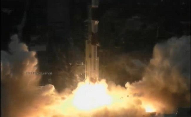 ISRO ने किया सैटेलाइट 'EOS-01' का सफलतापूर्वक लॉन्च, चीन और पाकिस्तान पर रखेगा कड़ी नजर
