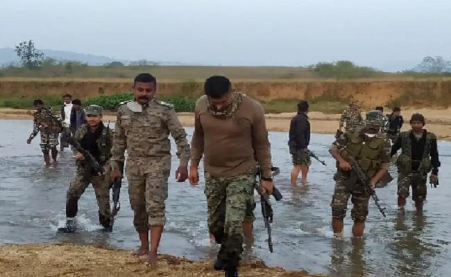 झारखंड: गुमला में एसपी ने संभाली सर्च ऑपरेशन की कमान, 12 घंटे तक चला नक्सलियों के खिलाफ अभियान