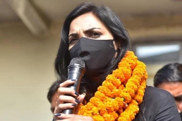 पुष्पम प्रिया चौधरी दोनों सीटों पर पीछे, ट्वीट कर लगाया ये आरोप