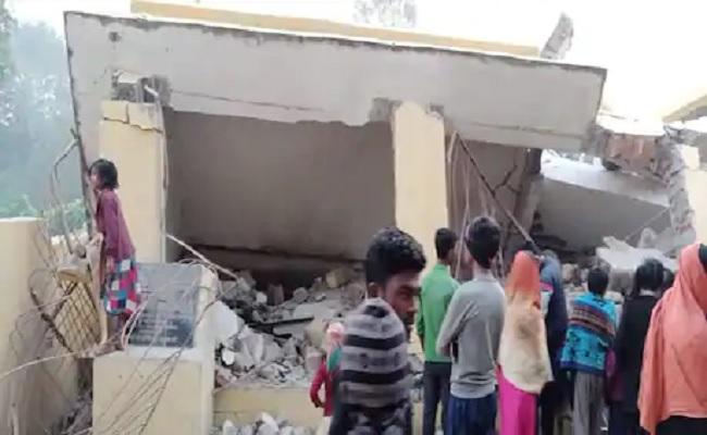 बिहार: सामुदायिक भवन में नक्सलियों ने किया विस्फोट, पूर्व सीएम ने चुनाव से पहले ही किया था उद्घाटन