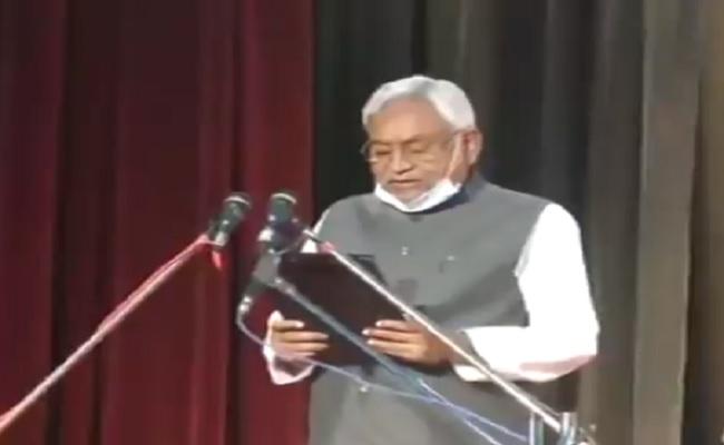 बिहार: नीतीश कुमार ने सातवीं बार CM पद की शपथ ली, तारकिशोर और रेणु देवी बने डिप्टी सीएम