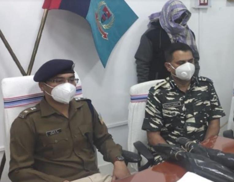 झारखंड: चतरा पुलिस को बड़ी सफलता,  5 लाख का इनामी नक्सली गिरफ्तार