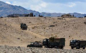 भारत के साथ फिर चालबाजी की फिराक में चीन, लद्दाख में PLA के सैनिकों को पहुंचा रहा ठंड के लिए जरूरी सामान