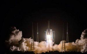 चीन ने चांद से नमूने लाने के लिए लॉन्च किया रोबोटिक स्पेसक्राफ्ट, चैलेंज से भरा है ये मिशन