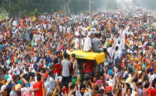 Farmers Protest: प्रदर्शन कर रहे किसानों ने पीएम मोदी को लिखी चिट्ठी, दिल्ली सरकार ने पुलिस की मांग ठुकराई; जानें अब तक क्या हुआ