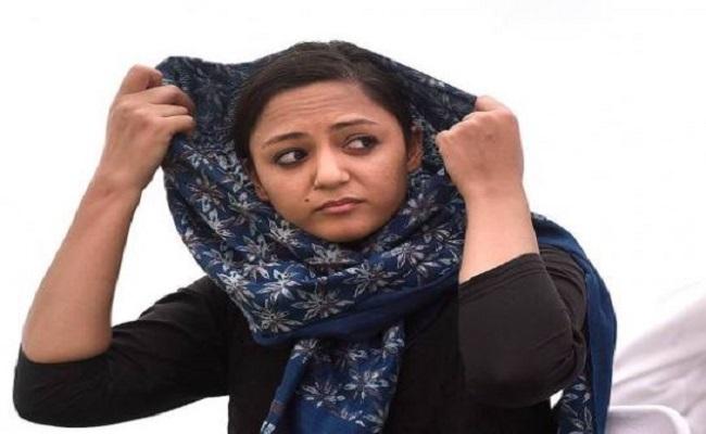 शेहला रशीद और उनके पिता के बीच तनातनी जारी, अब सामने आई ये बड़ी बात