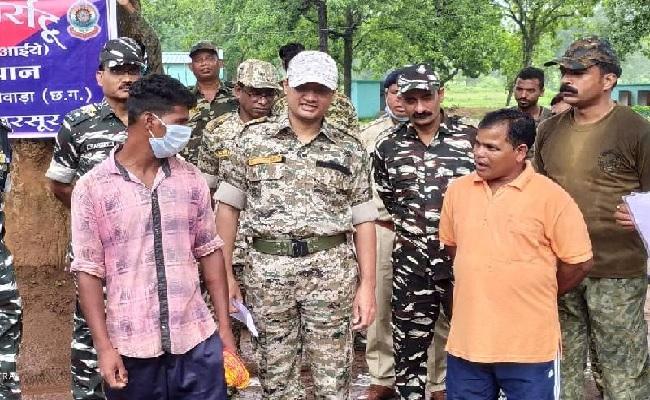 Chhattisgarh: दंतेवाड़ा के एसपी का मनोविज्ञान नक्सलियों पर पड़ रहा भारी, खूब हो रहे सरेंडर