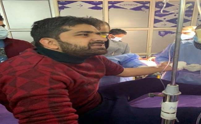 जम्मू-कश्मीर: DDC चुनाव की वोटिंग के दौरान आतंकी हमला, एक प्रत्याशी के हाथ में लगी गोलियां
