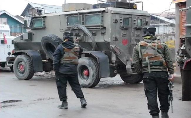 Jammu-Kashmir: सुरक्षाबलों से मुठभेड़ में मारे गए 3 आतंकी, सर्च ऑपरेशन जारी