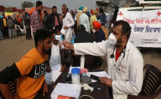 Farmers Protest: कोरोना की चपेट में आए सिंघु बॉर्डर पर तैनात दिल्ली पुलिस के 2 IPS ऑफिसर