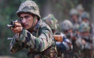 जम्मू-कश्मीरः सुरक्षाबलों ने नाकाम की आतंकी घुसपैठ, 3 आतंकी ढेर, 4 जवान घायल