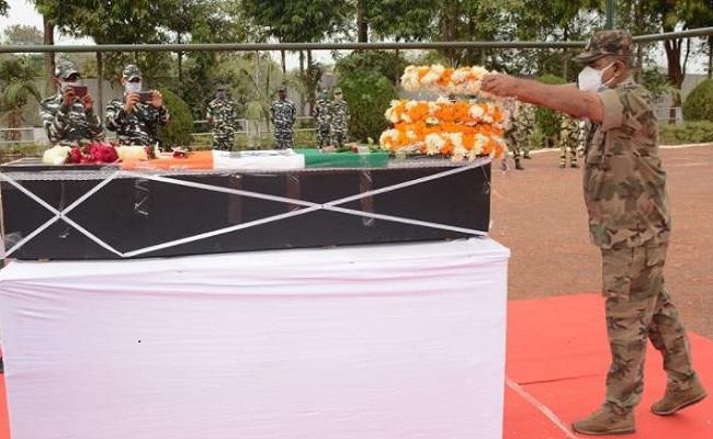 मुख्यमंत्री भूपेश बघेल ने शहीद विकास सिंघल को दी श्रद्धांजलि, कहा- बेकार नहीं जाएगी शहादत
