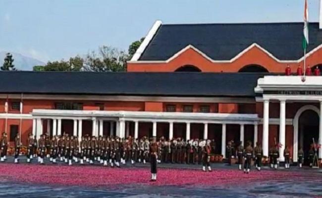 IMA Passing Out Parade: 325 नौजवान बने Indian Army का हिस्सा, देखें तस्वीरें