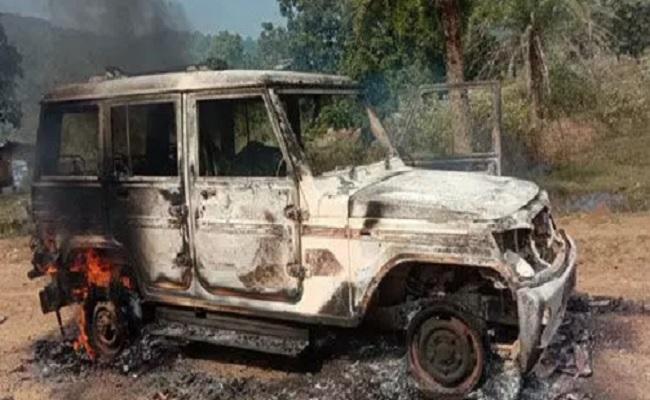 ओडिशा: मलकानगिरी में नक्सलियों ने मचाया तांडव, ठेकेदार की हत्या की, 3 वाहनों में आग लगाई