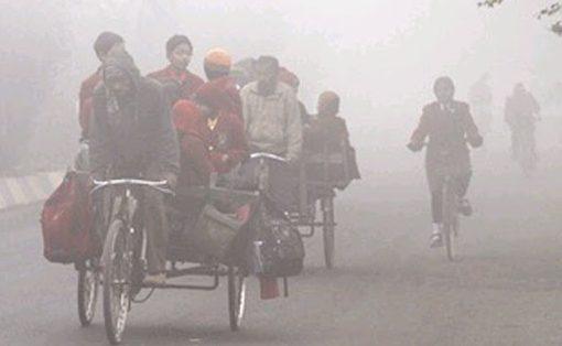 पहाड़ों की बर्फबारी ने उत्तर भारतीय इलाकों में बढ़ाई कंपकंपी, शीतलहर की चपेट में दिल्ली-यूपी