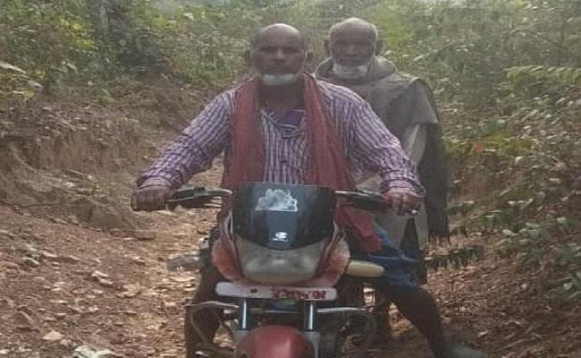 झारखंड: नक्सल प्रभावित इलाके में पहाड़ी काटकर इन दोनों बुजुर्गों ने बनाया रास्ता, कहा- दशरथ मांझी से मिली प्रेरणा