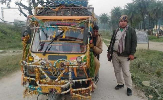 बिहार: नक्सलियों के खिलाफ अभियान के दौरान ऑटो से गश्त करने को मजबूर पुलिस, थाने में नहीं है कोई वाहन