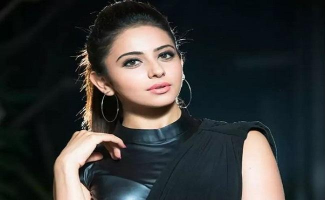 बॉलीवुड पर कोरोना का कहर जारी, अब अभिनेत्री रकुल प्रीत सिंह आईं चपेट में