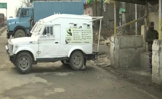 जम्मू-कश्मीर: लावापोरा इलाके में मुठभेड़, जवानों ने 3 आतंकियों को मार गिराया; सर्च ऑपरेशन जारी