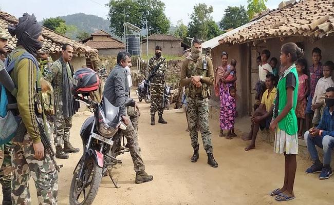 झारखंड: गुमला में नक्सलियों के खिलाफ बड़े स्तर पर चलाया गया अभियान, एक दर्जन गांवों में हुई छापेमारी