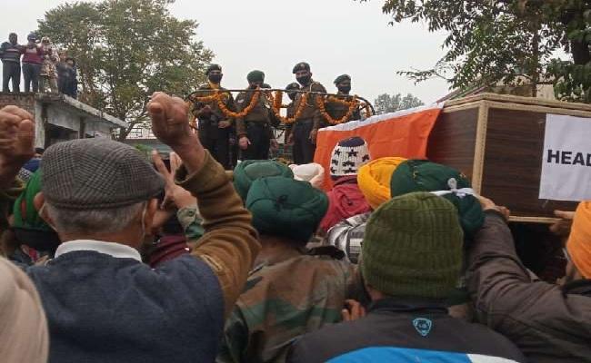 हिमाचल प्रदेश: 3 दिन बाद पैतृक घर पहुंचा शहीद कुलदीप सिंह का पार्थिव शरीर, परिवार हुआ बेहाल