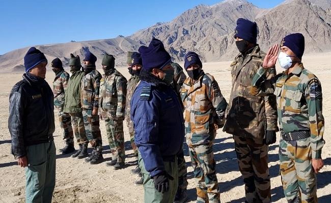 एयर चीफ मार्शल आरकेएस भदौरिया ने किया लद्दाख का दौरा, सैन्य क्षमताओं का लिया जायजा