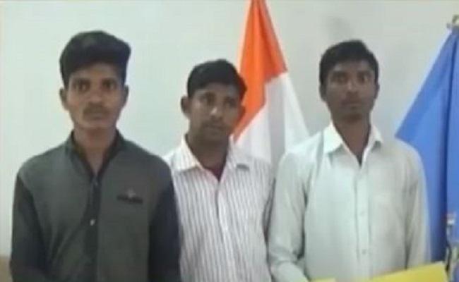 छत्तीसगढ़: बीजापुर में 3 कुख्यात नक्सलियों ने CRPF के DIG के सामने सरेंडर किया, कई घटनाओं में है मामला दर्ज