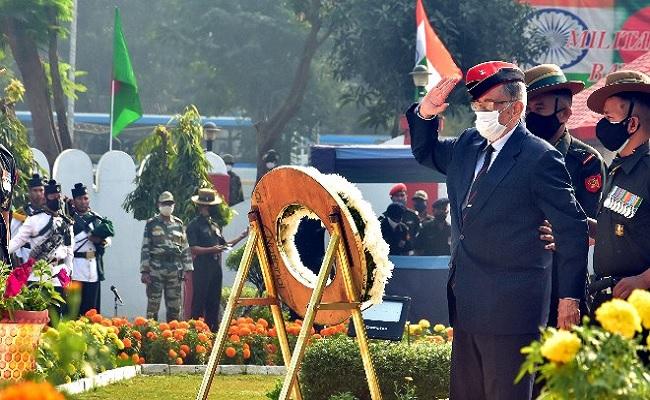 शहीद हवलदार बलजीत सिंह को मरणोपरांत मिला सेना मेडल, परेड के दौरान पत्नी ने संभाला पति का ये सम्मान