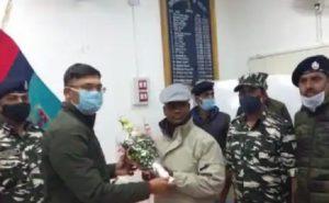 Jharkhand: चतरा में 15 लाख के कुख्यात नक्सली मुकेश गंझू ने किया सरेंडर, 13 साल की उम्र में संगठन में हुआ था भर्ती