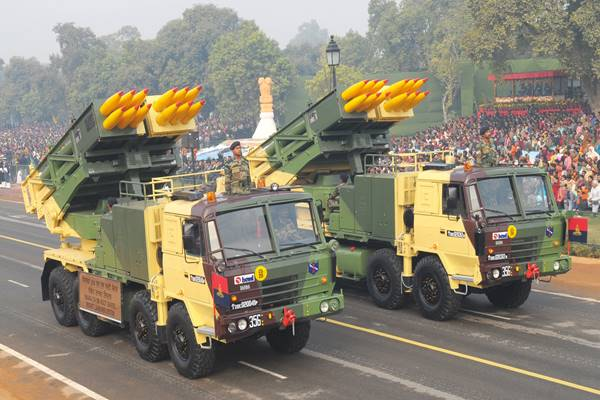 पिनाका रॉकेट सिस्टम की ये हैं खासियतें, नाम सुनकर ही कांप उठते हैं दुश्मन देश