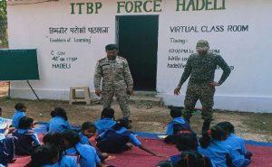 छत्तीसगढ़: नक्सली इलाकों में ITBP के जवानों की पहल, अपने खर्चे पर बच्चों के लिए चला रहे स्मार्ट क्लासेज