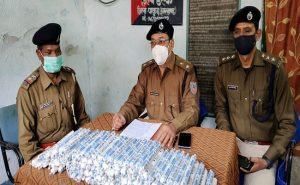 झारखंड: पाकुड़ में पुलिस के हाथ लगा अवैध विस्फोटकों का जखीरा, बंगाल से बाइक पर लाने वाला शख्स फरार
