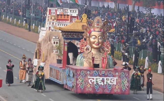 Republic Day Parade 2021 LIVE: राजपथ पर पहली बार दिखाई दी केंद्र शासित प्रदेश लद्दाख की झांकी
