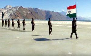 Republic Day 2021: लद्दाख और जम्मू कश्मीर में कड़कड़ाती ठंड के बीच जवानों ने मनाया गणतंत्र दिवस, देखें PHOTOS