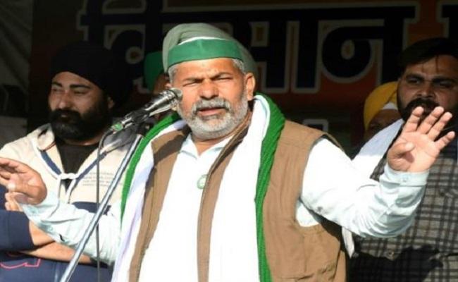 किसान आंदोलन हुआ और तेज, जानें कौन हैं दिल्ली पुलिस में SI रहे राकेश टिकैत जिनको हासिल है किसानों का इतना बड़ा समर्थन