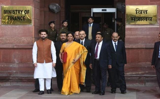 Budget 2021 Live Updates: पीएम मोदी ने दी प्रतिक्रिया, कहा- भारत के आत्मविश्वास को उजागर करने वाला बजट