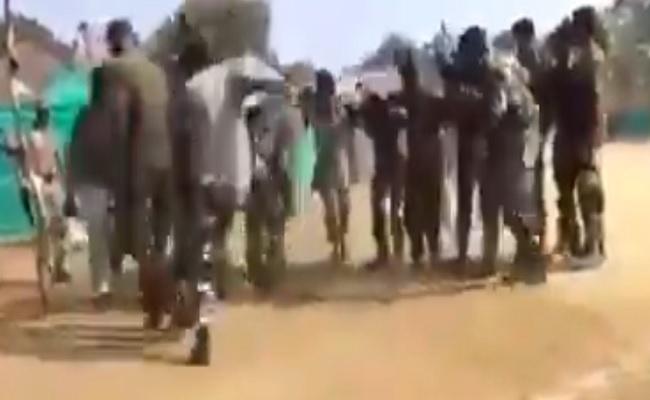 बस्तर: नक्सलियों को मुंहतोड़ जवाब, नक्सल एरिया में सुरक्षाबल के जवानों ने जमकर किया डांस, देखें VIDEO