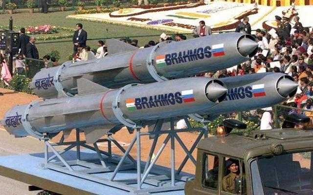हथियार निर्यातक देश की ओर अग्रसर भारत, सरकार ने दी 156 रक्षा हथियारों के निर्यात को मंजूरी