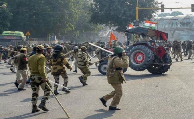 क्राइम ब्रांच के हाथ लगीं गणतंत्र दिवस के दिन दिल्ली में हुई हिंसा की तस्वीरें, पुलिस कर रही नकाबपोश उपद्रवियों की तलाश