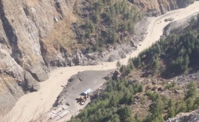 उत्तराखंड: चमोली जिले में टूटा ग्लेशियर, 150 लोगों की मौत की आशंका, 10 के शव मिले