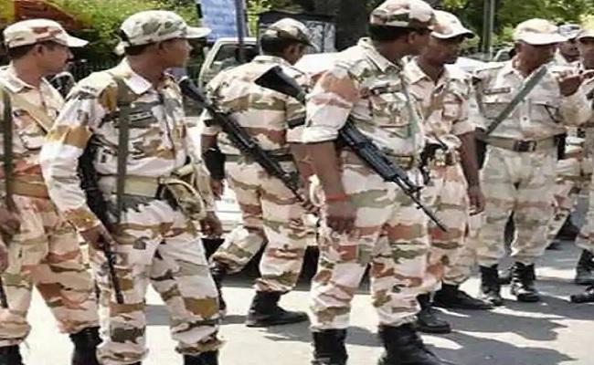 उत्तराखंड आपदा: सेना को बॉर्डर से जोड़ने वाला पुल बहा, ITBP के 200 से ज्यादा जवान भेजे गए