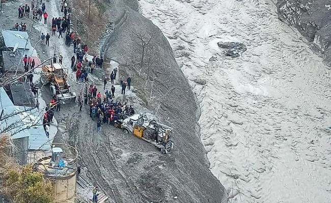Uttarakhand Glacier Burst: तबाही के बाद करीब 153 लोग लापता, बचाव कार्य जारी; जानें अपडेट