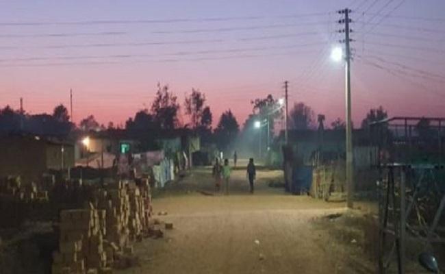 Chhattisgarh: नारायणपुर की नक्सल पीड़ित विस्थापित बस्ती हुई रोशन, बिजली आने से जगी उम्मीद