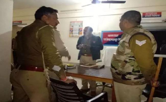 UP: शाहजहांपुर में कासगंज जैसा मामला, छेड़खानी की शिकायत पर पहुंची पुलिस पर अपराधियों ने किया हमला