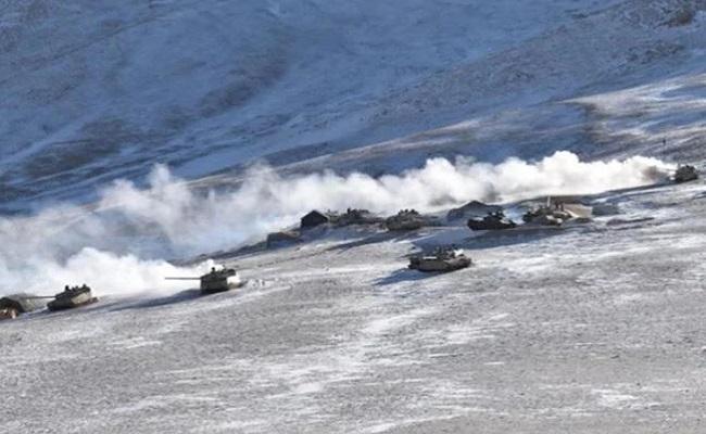 LAC पर तेजी से खाली हो रहा पैंगोंग सो का इलाका, चीन ने 2 दिन में हटाए 200 से अधिक टैंक