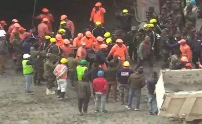 Uttarakhand Glacier Burst: मृतकों की संख्या बढ़कर हुई 53, 154 लापता; बचाव कार्य जारी