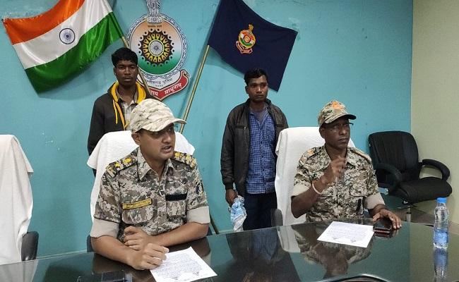 छत्तीसगढ़: दंतेवाड़ा पुलिस ने तेलंगाना में घुसकर दो इनामी खूंखार नक्सलियों को धर दबोचा, नक्सली गुड्डी पर विधायक सहित 4 पुलिसवालों को मारने का है आरोप