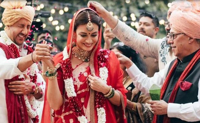 बॉलीवुड अभिनेत्री दिया मिर्जा ने बिजनेसमैन वैभव रेखी से की शादी, एक्स वाइफ सुनैना ने कही ये बात